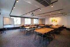【2月OPEN!】54名テーブル着座可能の渋谷ハイグレードスペース!高速WiFi・プロジェクター無料!レビューを書いて最大50%OFFのお得な割引☆