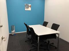 《仙台駅徒歩3分》Wi-Fi完備でWEB会議にも最適◎ブルーのアクセントカラーがおしゃれな完全個室!カフェのようなラウンジ有!《個室ブルー》