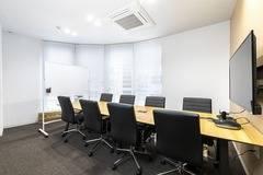 【町田駅徒歩4分】コワーキングスペースの8名用会議室/Wi-Fi&ドリンク無料/50インチモニタ&WEB会議システム無料/ハイグレード