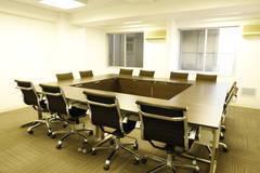 【新宿西口駅・大久保駅】ワークメディ会議室C キレイ!広い!16人でもでもゆったり使える会議室です。11坪(38㎡)。
