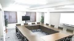 【新宿西口駅・大久保駅】ワークメディ会議室D(1002号室) キレイ!広い!16人でもでもゆったり使える会議室です。11坪(36㎡)。ウォーターサーバー完備。2Fロビーで待ち合わせもできる!