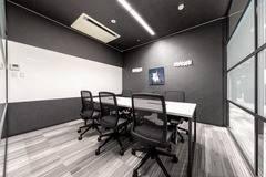 【浜松駅徒歩9分】6名用会議室コワーキングスペース併設で会議後に仕事ができます。✨打合せ/商談/面談/面接/WEB会議/テレワーク/高速Wi-fi/モニター