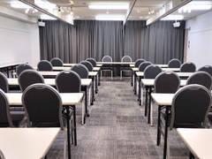 【コンファレンス横浜】ConferenceHall (白を基調とした横浜で人気のレンタルスペース★除菌・換気対応済み★)