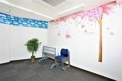京都 京阪・近鉄丹波橋駅出口すぐ目の前の超近場テレワーク応援スペース☆彡 華やかなサクラ咲く空間で会議にワークに多様な使い方で充実の時間を過ごせます!