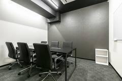 【名古屋駅徒歩9分】6名用会議室。コワーキングスペース併設で会議後にそのまま仕事ができます。✨打合せやWEB会議、テレワークにもオススメ!
