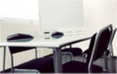 【本町駅近】フリースペース付き!貸し会議室(~4名)【会議室301】