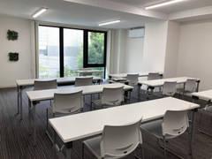 《仙台駅徒歩5分》新築ビル1フロアを使った広々会議室!Wi-Fi・ホワイトボード・プロジェクタ完備◎