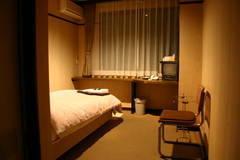 <韮崎駅徒歩5分>~清水屋旅館A号室~ Wi-Fi無料/テレワーク・リモートワーク/Web会議