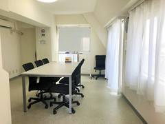 NEW【西荻窪 徒歩1分】【606号室/Room BLACK】清潔な完全個室でミーティング、スタディ、レッスンなど多目的なご利用が可能なスペース ホワイトボード完備です!4~7名利用可!