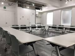 [表参道駅徒歩4分][オープン記念価格中][角ビル風通し良好]セミナーやミーティング等の多彩なスペース