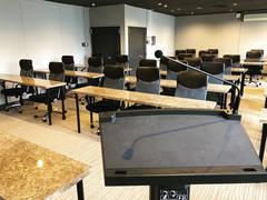 広瀬通【仙台協立第1ビル4階4-A貸会議室】30名様用 プロジェクター・スピーカー・Wi-Fi完備!大理石調の会議テーブルと設備の整ったプレゼン・セミナー・式典向けの大人数会議室