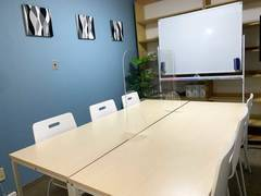 【目黒駅徒歩3分】【NEWオープン特価!!】完全個室・高速インターネットWi-Fiあり・アクリル板設置!清潔な空間で会議・セミナーに最適 女性のみでも安心してご利用いただけます!(最大10人収容・適性人数6人)
