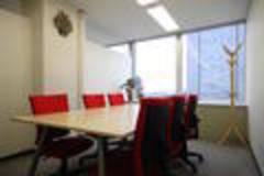 【梅田駅直結!】高層ビル23階窓側 会議室A(6名用) PLAY JOB