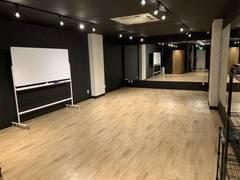 【女性に選ばれる渋谷のダンススタジオ】スマホ音源対応・69㎡定員20名の広々スペース・全面鏡張りでレッスン向き・平日6時間パックあり