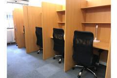 勉強仕事が捗る、自習室の1席を貸します!快適な特注デスクと高級チェアで快適!光回線NURO光無料!PC 持込可!私語禁止!電話・ビデオ会議禁止!