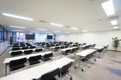 <平塚駅前シェアスペース グリーン3F>77名収容!光回線Wi-Fi無料!マイク/大型モニタ/スクリーンあり!セミナー/研修