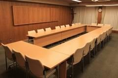 第2会議室 ☆少人数の会合等にご利用ください☆ (通常時 収容人数 ロの字24名:スクール30名)