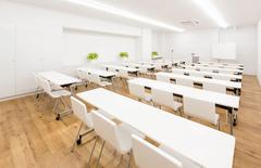 アパホテル富士中央1階【朝霧の間】広さ63㎡ 明るく静かな会議室。