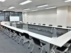 【エキマエ会議室】ビジネス向け、横川駅徒歩2分 広島駅からもJR乗車5分でアクセス抜群 窓多く換気抜群 リーズナブルな貸し会議室