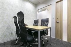 【JR新横浜駅徒歩3分!】個室で安心!4名用会議室✨打合せ/WEB会議/テレワークにもおすすめ!