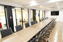 【新宿西口駅・大久保駅】ワークメディ会議室B キレイ!広い!6人でもでもゆったり使える会議室です!