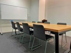 [岡山駅徒歩10分]おしゃれな会議室中 定員8名 TOGITOGI