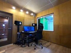 西新宿 1Fレンタル配信スペース 各種ウェブ会議、オンライン配信、リモート会議、ライブ配信など。撮影、配信機材など充実!1.2畳防音室も併設