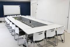【5駅利用可能!同規模最安!】30名利用可!会議・仕事・研修・セミナー・ゲーム鑑賞会・勉強会・レッスンなどに。ホワイトボード完備