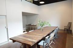 【外苑前駅徒歩5分】(無料WiFi&モニターあり)南青山のシェアオフィスにある貸し会議室です。