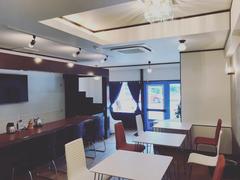 喫茶店スペースで会議や、女子会、ママ会、子供会、料理教室にご利用ください。