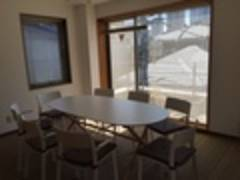 明治神宮前3分【原宿・表参道】キャットストリート至近 レンタルスペース・貸し会議室。採光ある小規模スペース。