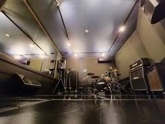 【下北沢から徒歩1分】 バンド、弾き語り、ダンス、レッスンなどにピッタリ♪【音楽スタジオ】