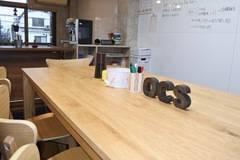 二条駅から5分以内、少人数の会議やセミナーにおすすめのリビングカフェ風レンタルスペース