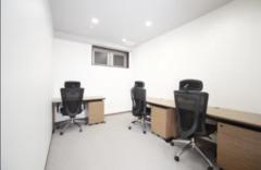 【新横浜駅徒歩5分!】完全個室で会議やミーティングに最適!有人受付あり!当日利用可!【3名まで利用可!】