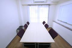 【横浜駅5分!8名利用可!】綺麗な室内!ふれあい貸し会議室 横浜A