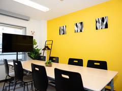 【藤沢駅1分】完全個室・アクリル板設置!清潔な空間で会議・動画撮影に最適 女性のみでも安心してご利用いただけますGS貸会議室・イエロー