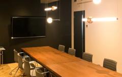 【渋谷駅徒歩8分】駐輪・駐車場付きのスタイリッシュな会議室|高速Wi-Fi・オフィス設備あり