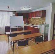 松戸市新松戸駅から徒歩8分の住宅用ビル1階部分のLDKをご利用いただけます。会議、打合せ、各種ワークショップ、勉強会、イベント等でご利用されております。