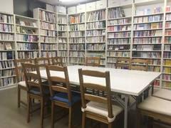 【船橋駅徒歩3分・早朝深夜の利用可】電源/Wi-Fiあり!本の閲覧や貸出も可能な民間図書館のスペース