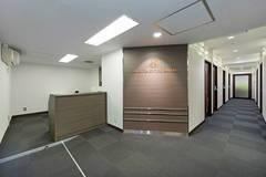 渋谷マークシティ出口を出てすぐ!スタッフ常駐のため安心してご利用いただけます!