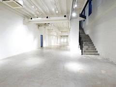 【B1-1フロア】吹き抜け部分約7mの開放感あふれる空間のスタジオ。心斎橋駅、本町駅すぐのレンタルスペース。【大阪市中央区】
