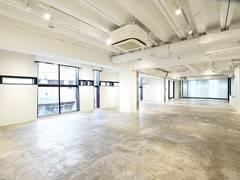【201】南船場のランドマークビルにある、心斎橋駅、本町駅すぐのレンタルスペース。【大阪市中央区】