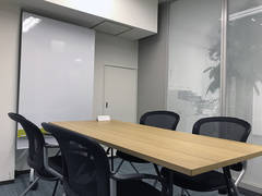 【東京駅0分/八重洲地下直結04】スペイシー直営 2F 04 ヘップバーン会議室Wi-Fi完備(最大4人収容)