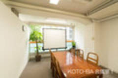 【小川町駅、淡路町駅徒歩0分】居心地のいいKOTO-BA会議室1