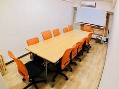 【新宿駅D5出口徒歩20秒】10名でゆったり明るく、清潔、静かな会議室『M+city』エムタスの写真