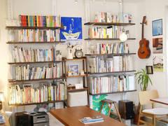 【高円寺のブックカフェ】Wi-Fi完備!キッチン利用OK。レンタルカフェ、撮影、ワークショップなど!
