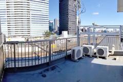 中野駅 徒歩4分:線路が見える6階の屋上
