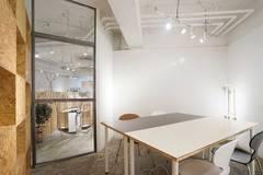 【渋谷 徒歩3分】小会議室|書籍閲覧・飲食自由|コワーキング併設|Connecting The Dotsの写真