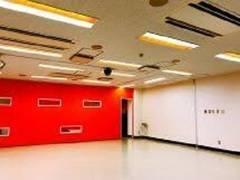 明るくて広いダンスホール
