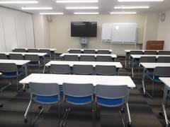 【中洲川端】駅徒歩1分!年中無休 ビジネスシーンにおすすめ36名会議室
